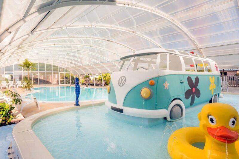 Indoor-Pool vom Campingplatz mit Kinderbecken