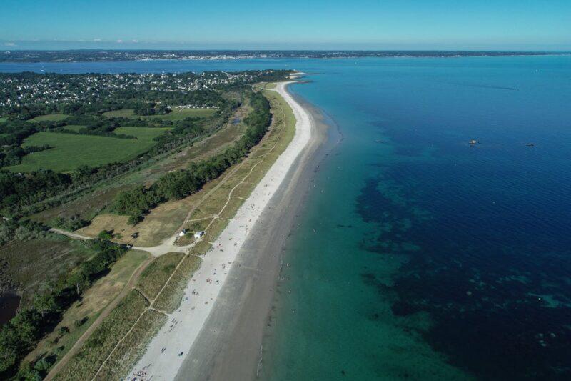 Luftaufnahme des Golfs von Biskaya in der Nähe des Campingplatzes