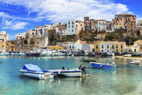 Die 10 schönsten Campingplätze mit Meerblick in Italien