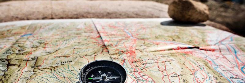 Landkarte und Kompass